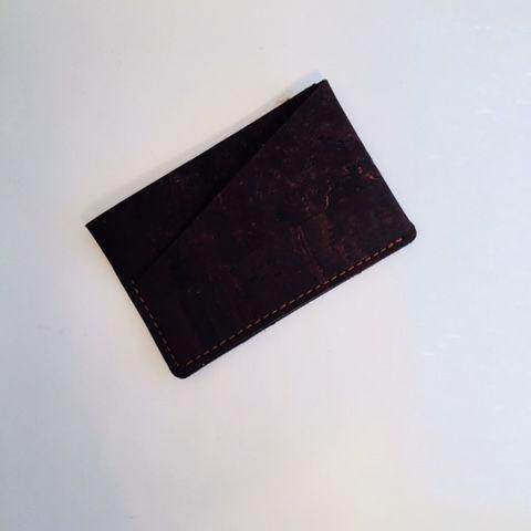 kreditkortholder brun